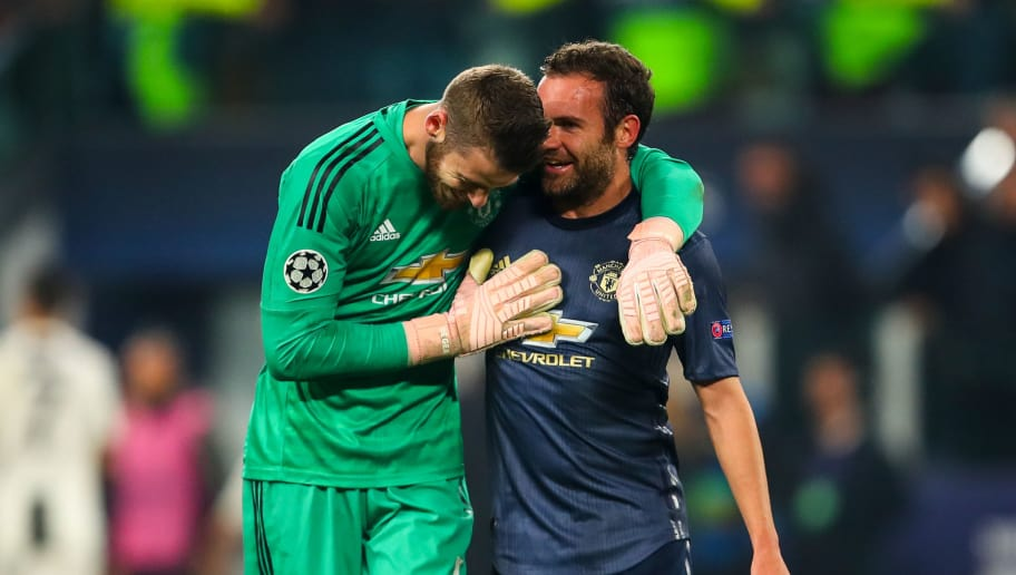TURIN, ITALY - NOVEMBER 07: David de Gea of Manchester United and Juan Mata of Manchester United celebrate at full time during the Group H match of the UEFA Champions League between Juventus and Manchester United at  on November 7, 2018 in Turin, Italy. (Photo by Robbie Jay Barratt - AMA/Getty Images)
