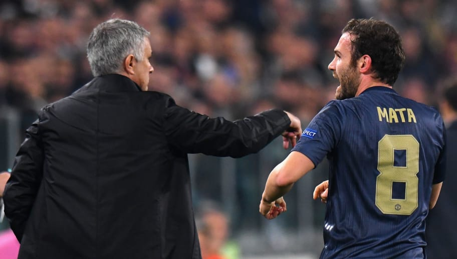 TURIN, ITALY - NOVEMBER 07:  Juan Mata of Manchester United FC celebrates after scoring the 1-1 goal with his head coach José Mourinho during the Group H match of the UEFA Champions League between Juventus and Manchester United at Juventus Stadium on November 7, 2018 in Turin, Italy.  (Photo by Alessandro Sabattini/Getty Images )