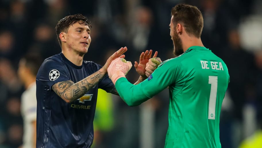 TURIN, ITALY - NOVEMBER 07: Victor Lindelof of Manchester United and David de Gea of Manchester United celebrate at full time during the Group H match of the UEFA Champions League between Juventus and Manchester United at  on November 7, 2018 in Turin, Italy. (Photo by Robbie Jay Barratt - AMA/Getty Images)