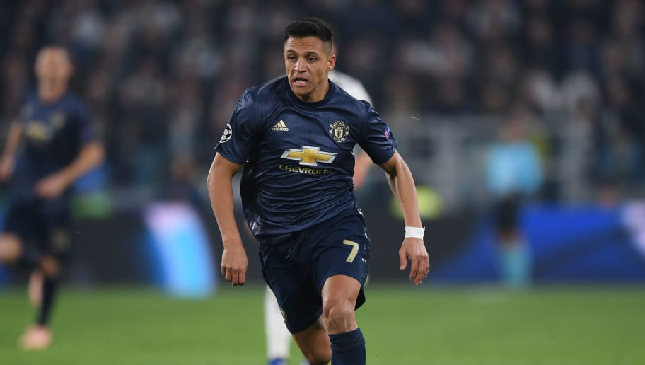 TURIN, ITALY - NOVEMBER 07:  Alexis Sanchez of Manchester United breaks with the ball during the UEFA Champions League Group H match between Juventus and Manchester United at  Allianz Stadium on November 07, 2018 in Turin, Italy. (Photo by Shaun Botterill/Getty Images)