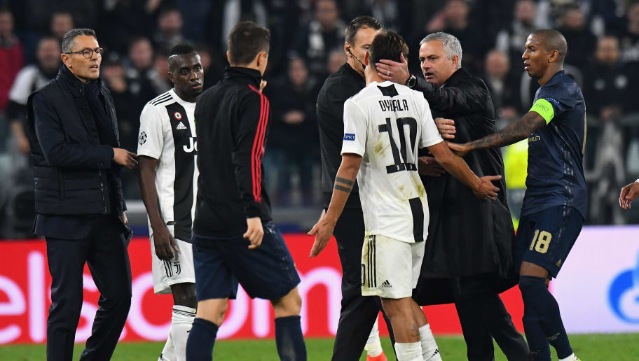 TURIN, ITALY - NOVEMBER 07:  José Mourinho head coach of Manchester United FC argues with Paulo Dybala of Juventus after the Group H match of the UEFA Champions League between Juventus and Manchester United at Juventus Stadium on November 7, 2018 in Turin, Italy.  (Photo by Alessandro Sabattini/Getty Images )