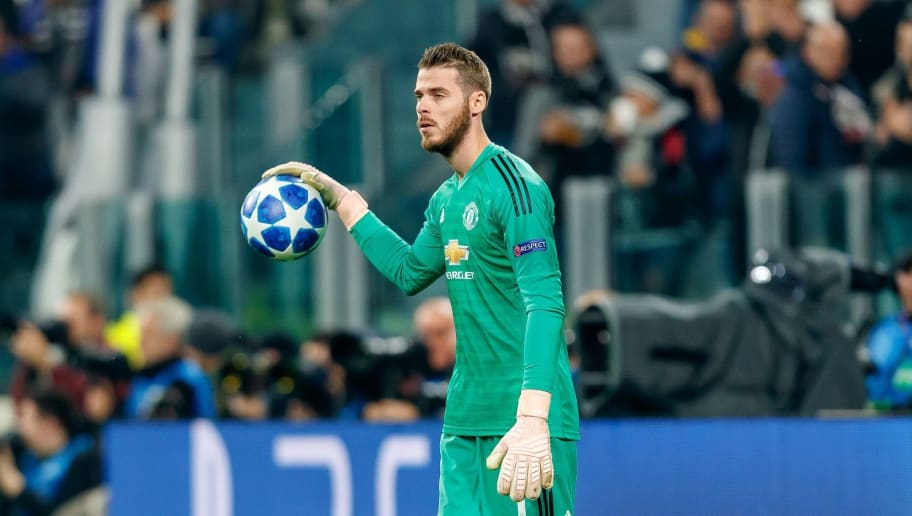 TURIN, ITALY - NOVEMBER 07: goalkeeper David de Gea of Manchester United controls the ball during the Group H match of the UEFA Champions League between Juventus and Manchester United at  on November 7, 2018 in Turin, Italy. (Photo by TF-Images/Getty Images)