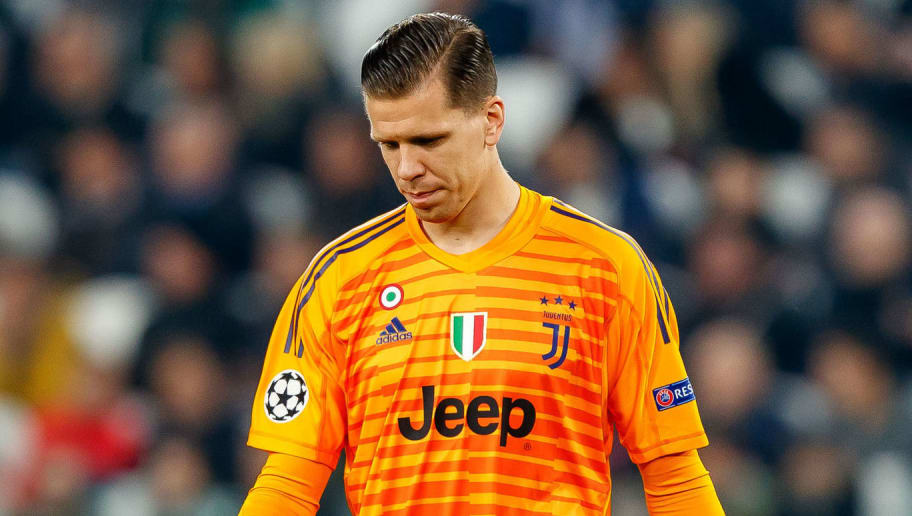 TURIN, ITALY - NOVEMBER 07: goalkeeper Wojciech Szczesny of Juventus looks on during the Group H match of the UEFA Champions League between Juventus and Manchester United at  on November 7, 2018 in Turin, Italy. (Photo by TF-Images/Getty Images)