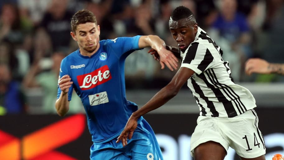 TURIN, ITALY - APRIL 22: Kwadwo Asamoh of Juventus battles for the ball with Jorginho of SSC Napoli during the serie A match between Juventus and SSC Napoli on April 22, 2018 in Turin, Italy.  (Photo by Gabriele Maltinti/Getty Images) *** Local Caption *** Kwadwo Asamoah; Jorginho