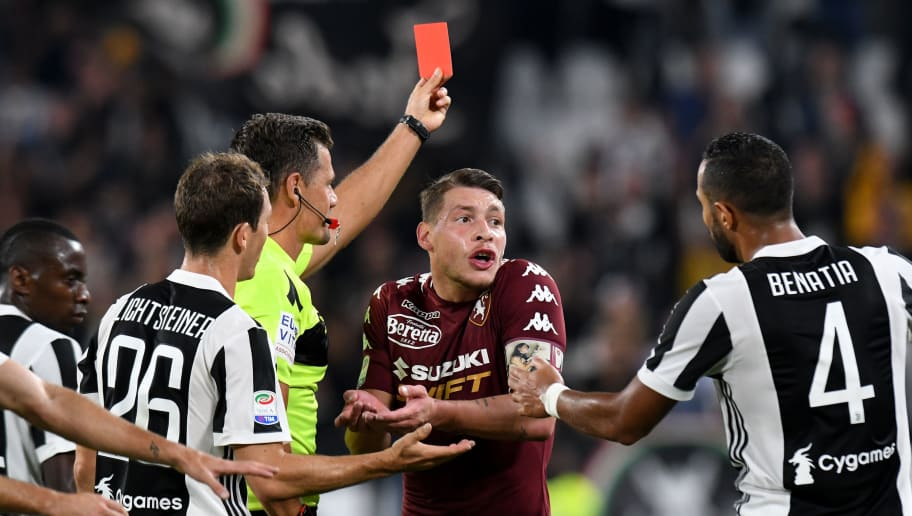 TURIN, ITALY - SEPTEMBER 23: Referee Piero Giacomelli shows the red card to Daniele Baselli of Torino FC during the Serie A match between Juventus and Torino FC on September 23, 2017 in Turin, Italy.  (Photo by Alessandro Sabattini/Getty Images )