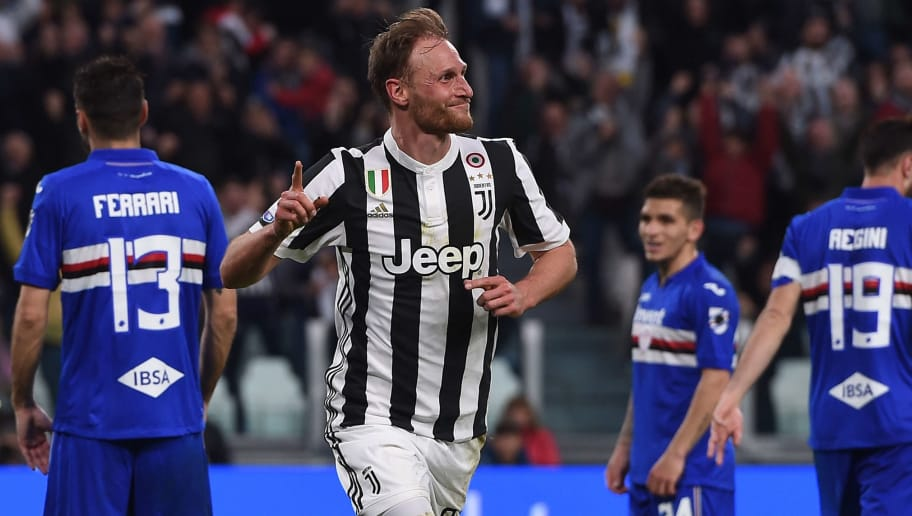 TURIN, ITALY - APRIL 15:  Benedikt Howedes of Juventus celebrates after scoring his team's second goal during the serie A match between Juventus and UC Sampdoria at Allianz Stadium on April 15, 2018 in Turin, Italy.  (Photo by Tullio M. Puglia/Getty Images)