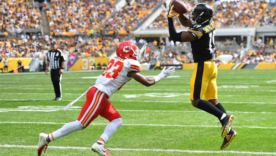 PITTSBURGH, PA - SEPTEMBER 16: JuJu Smith-Schuster #19 of the Pittsburgh Steelers makes a catch as Kendall Fuller #23 of the Kansas City Chiefs defends for a 2 yard touchdown reception at Heinz Field on September 16, 2018 in Pittsburgh, Pennsylvania. (Photo by Joe Sargent/Getty Images)