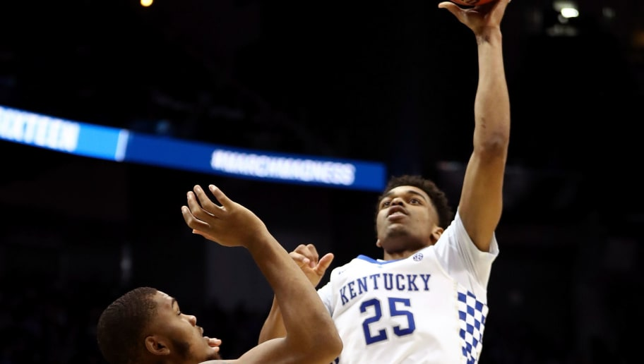 ATLANTA, GA - MARCH 22:  PJ Washington #25 of the Kentucky Wildcats shoots against Levi Stockard III #34 of the Kansas State Wildcats in the second half during the 2018 NCAA Men's Basketball Tournament South Regional at Philips Arena on March 22, 2018 in Atlanta, Georgia.  (Photo by Ronald Martinez/Getty Images)