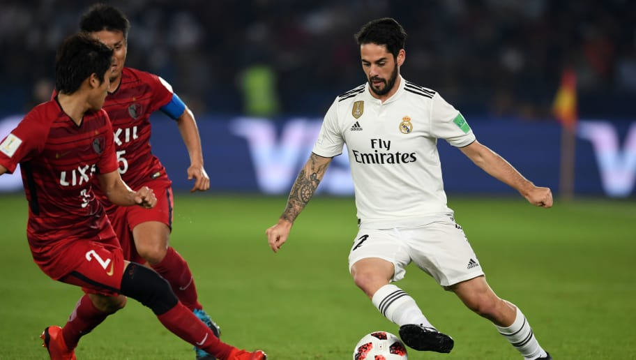 ABU DHABI, UNITED ARAB EMIRATES - DECEMBER 19:  Isco of Real Madrid controls the ball during the match between Kashima Antlers and Real Madrid on December 19, 2018 in Abu Dhabi, United Arab Emirates. (Photo by Etsuo Hara/Getty Images)