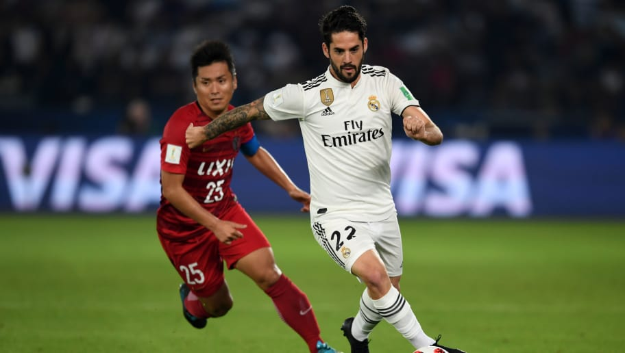 ABU DHABI, UNITED ARAB EMIRATES - DECEMBER 19:  Isco of Real Madrid and Yasushi Endo of Kashima Antlers compete for the ball during the match between Kashima Antlers and Real Madrid on December 19, 2018 in Abu Dhabi, United Arab Emirates. (Photo by Etsuo Hara/Getty Images)