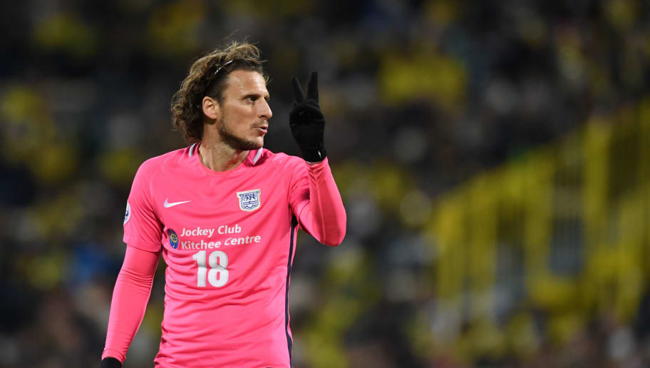 KASHIWA, JAPAN - MARCH 06:  Diego Forlan of Kitchee looks on during the AFC Champions League Group E match between Kashiwa Reysol and Kitchee at Sankyo Frontier Kashiwa Stadium on March 6, 2018 in Kashiwa, Chiba, Japan.  (Photo by Masashi Hara/Getty Images)