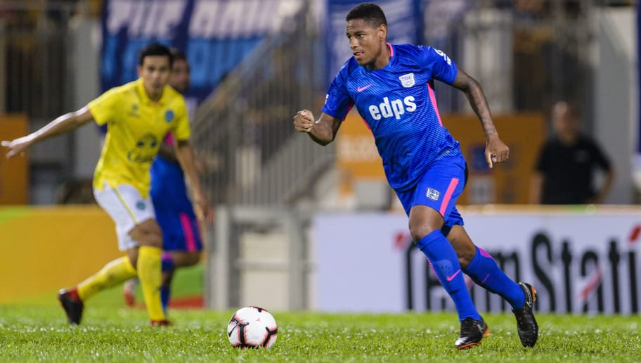 HONG KONG, HONG KONG - AUGUST 18: Kitchee Midfielder Robert dos Santos in action during the Preseason Friendly Match between Kitchee and Buriram United at Mong Kok Stadium on August 18, 2018 in Hong Kong. (Photo by Marcio Machado/Power Sport Images/Getty Images)