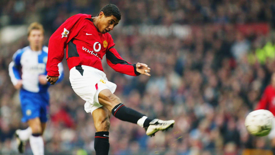 MANCHESTER - NOVEMBER 22:  Kleberson of Manchester United strikes the ball during the FA Barclaycard Premiership match between Manchester United and Blackburn Rovers at Old Trafford on November 22, 2003 in Manchester, England.  Manchester United won the match 2-1. (Photo by Mark Thompson/Getty Images)
