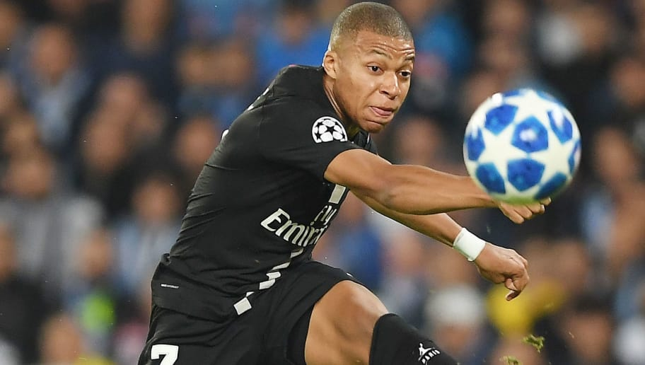 NAPLES, ITALY - NOVEMBER 06:  Kylian Mbappè of Paris Saint-Germain in action during the Group C match of the UEFA Champions League between SSC Napoli and Paris Saint-Germain at Stadio San Paolo on November 6, 2018 in Naples, Italy.  (Photo by Francesco Pecoraro/Getty Images)