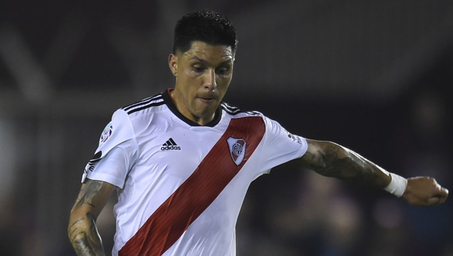 LANUS, ARGENTINA - SEPTEMBER 28: Enzo Perez of River Plate drives the ball during a match between Lanus and River Plate as part of Superliga 2018/19 at Estadio Ciudad de Lanus - Nestor Diaz Perez on September 28, 2018 in Lanus, Argentina. (Photo by Marcelo Endelli/Getty Images)