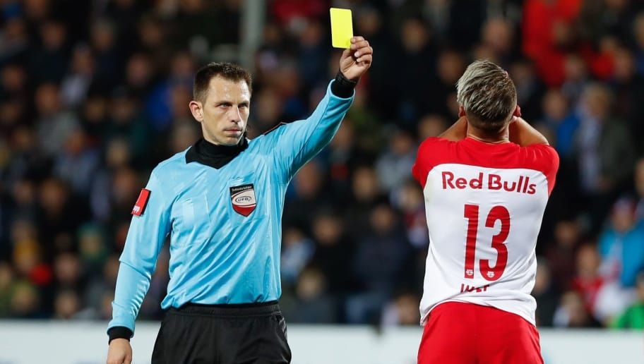 PASCHING, AUSTRIA - OCTOBER 28: Referee Gerhard Grobelnik with the yellow card for Hannes Wolf of Salzburg during the tipico Bundesliga match between LASK and RB Salzburg at TGW Arena on October 28, 2018 in Pasching, Austria. (Photo by Guenther Iby/SEPA.Media /Getty Images)
