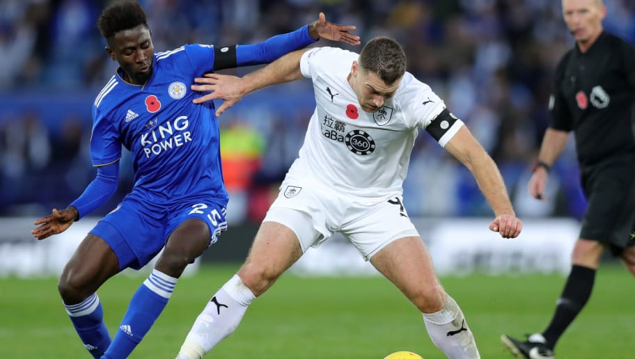 LEICESTER, ENGLAND - NOVEMBER 10: Sam Vokes of Burnley is challenged by Onyinye Wilfred Ndidi of Leicester City during the Premier League match between Leicester City and Burnley FC at The King Power Stadium on November 10, 2018 in Leicester, United Kingdom.  (Photo by Alex Morton/Getty Images)