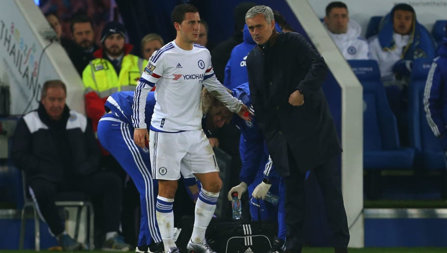 LEICESTER, ENGLAND - DECEMBER 14:  Jose Mourinho Manager of Chelsea talks to an injured Eden Hazard of Chelsea before he is substituted during the Barclays Premier League match between Leicester City and Chelsea at the King Power Stadium on December 14, 2015 in Leicester, England.  (Photo by Catherine Ivill - AMA/Getty Images)