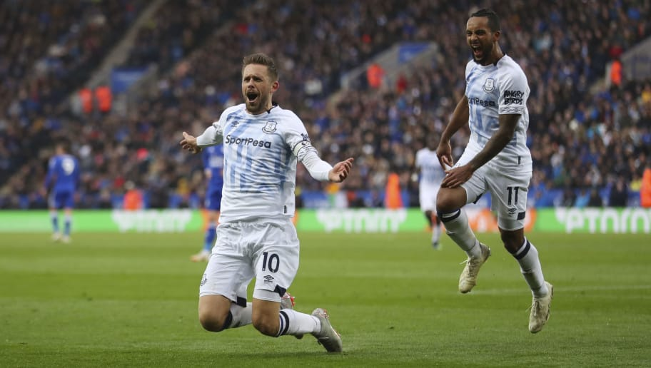 LEICESTER, ENGLAND - OCTOBER 06: Gylfi Sigurdsson of Everton celebrates after scoring a goal to make it 1-2 during the Premier League match between Leicester City and Everton FC at The King Power Stadium on October 6, 2018 in Leicester, United Kingdom. (Photo by James Baylis - AMA/Getty Images)