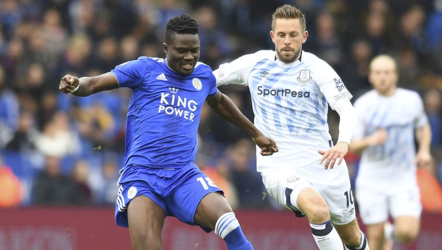 LEICESTER, ENGLAND - OCTOBER 06:  Gylfi Sigurosson of Everton in action with Daniel Armarty of Leicester during the Premier League match between Leicester City and Everton FC at The King Power Stadium on October 6, 2018 in Leicester, United Kingdom.  (Photo by Michael Regan/Getty Images)