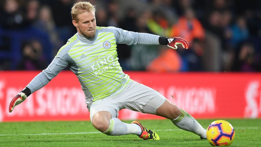 LEICESTER, ENGLAND - DECEMBER 01: Kasper Schmeichel of Leicester in action during the Premier League match between Leicester City and Watford FC at The King Power Stadium on December 01, 2018 in Leicester, United Kingdom. (Photo by Michael Regan/Getty Images)