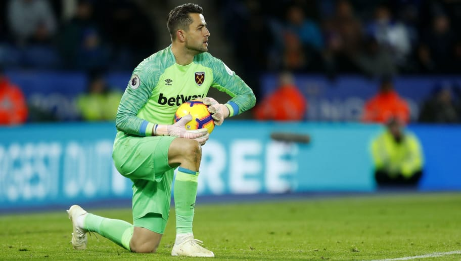 LEICESTER, ENGLAND - OCTOBER 27: Lukasz Fabianski of West Ham United during the Premier League match between Leicester City and West Ham United at The King Power Stadium on October 27, 2018 in Leicester, United Kingdom. (Photo by Malcolm Couzens/Getty Images)