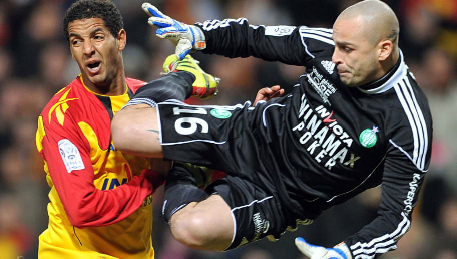 Lens's Tunisian forward  Issam Jemaa (L)
