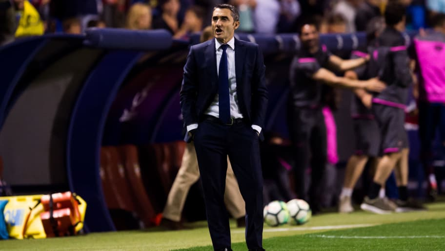 VALENCIA, SPAIN - MAY 13:  Head coach Ernesto Valverde of FC Barcelona reacts during the La Liga match between Levante UD and FC Barcelona at Estadi Ciutat de Valencia on May 13, 2018 in Valencia, Spain.  (Photo by Alex Caparros/Getty Images)