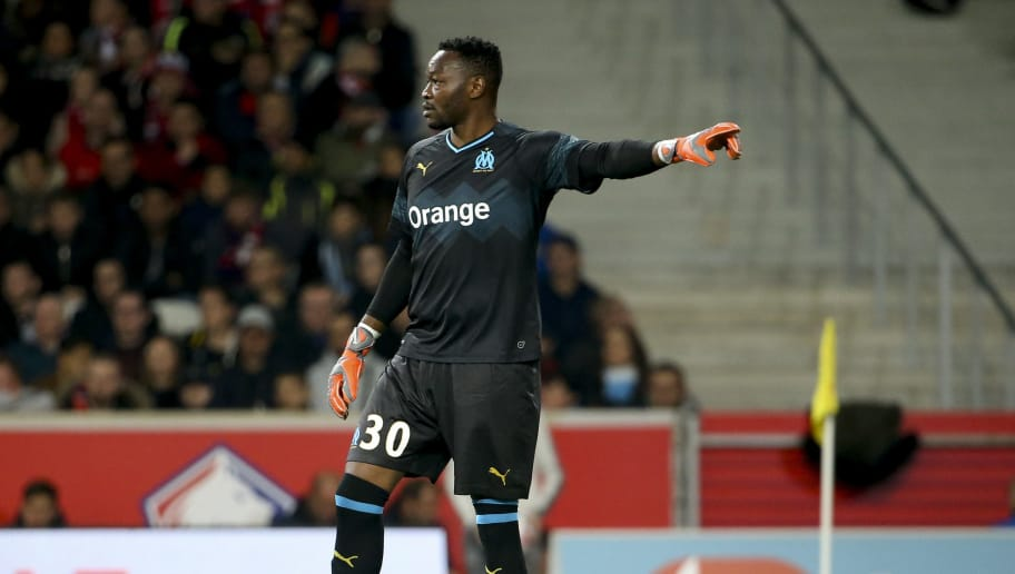 LILLE, FRANCE - SEPTEMBER 30: Goalkeeper of Marseille Steve Mandanda during the french Ligue 1 match between Lille OSC (LOSC) and Olympique de Marseille (OM) at Stade Pierre Mauroy on September 30, 2018 in Lille, France. (Photo by Jean Catuffe/Getty Images)