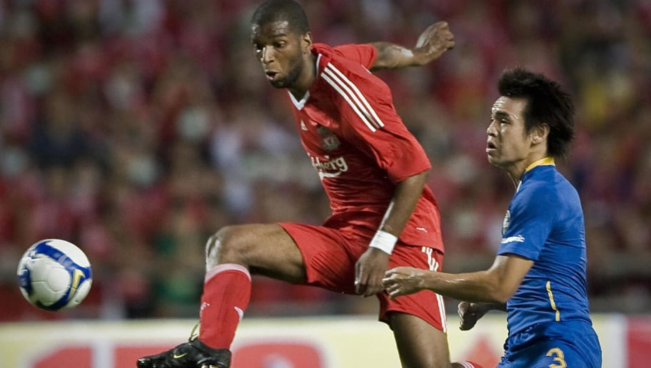 Liverpool's Ryan Babel (L) vies with Tha