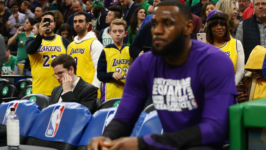 quality design 55321 57d48 Irate Lakers Fans Reportedly Set to Protest Outside Staples ...