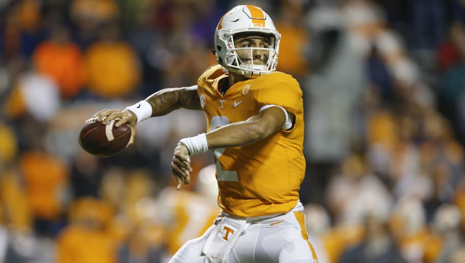 KNOXVILLE, TN - NOVEMBER 18:  Jarrett Guarantano #2 of the Tennessee Volunteers throws a pass against the LSU Tigers at Neyland Stadium on November 18, 2017 in Knoxville, Tennessee.  (Photo by Michael Reaves/Getty Images)