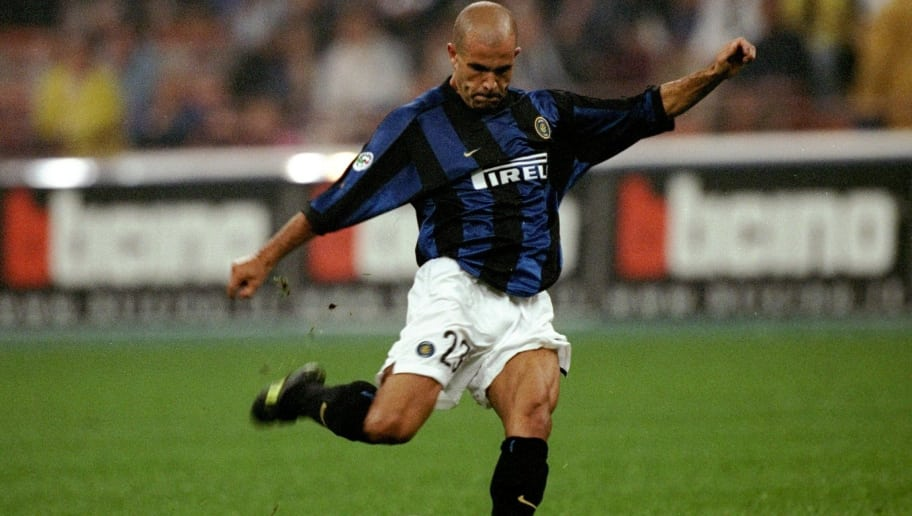 19 Sep 1999: Inter's Luigi Di Biagio in action during the Serie A match between Inter Milan and Parma, played at the San Siro, Milan, Italy. Inter won the match 5-1.\ Mandatory Credit: Claudio Villa /Allsport