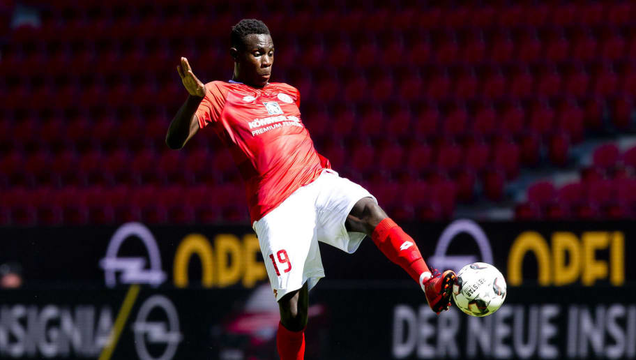 MAINZ, GERMANY - AUGUST 05: Moussa Niakhate of Mainz controls the ball during the Opel Cup match between Mainz 05 and AC Florence at Opel Arena on August 5, 2018 in Mainz, Germany. (Photo by TF-Images/Getty Images)