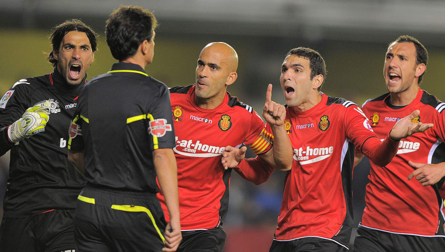 Mallorca's players argue with the refeer