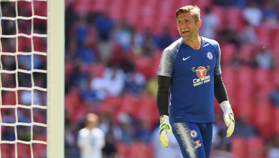 LONDON, ENGLAND - AUGUST 05:  Robert Green of Chelsea warms up prior to the FA Community Shield between Manchester City and Chelsea at Wembley Stadium on August 5, 2018 in London, England.  (Photo by Michael Regan/Getty Images)