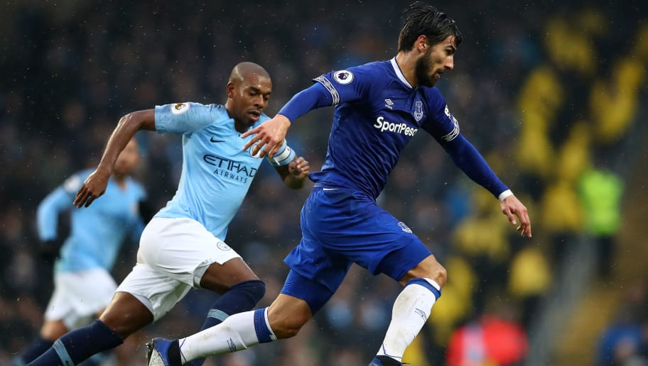 MANCHESTER, ENGLAND - DECEMBER 15: Andre Gomes of Everton in action during the Premier League match between Manchester City and Everton FC at Etihad Stadium on December 15, 2018 in Manchester, United Kingdom. (Photo by Clive Brunskill/Getty Images)