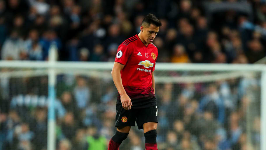 MANCHESTER, ENGLAND - NOVEMBER 11: A dejected Alexis Sanchez of Manchester United at full time during the Premier League match between Manchester City and Manchester United at Etihad Stadium on November 11, 2018 in Manchester, United Kingdom. (Photo by Robbie Jay Barratt - AMA/Getty Images)