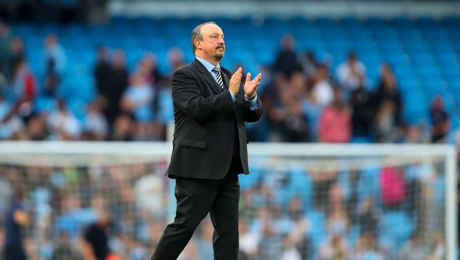 MANCHESTER, ENGLAND - SEPTEMBER 01: Rafael Benitez the head coach / manager of Newcastle United applauds the fans at full time during the Premier League match between Manchester City and Newcastle United at Etihad Stadium on September 1, 2018 in Manchester, United Kingdom. (Photo by Robbie Jay Barratt - AMA/Getty Images)