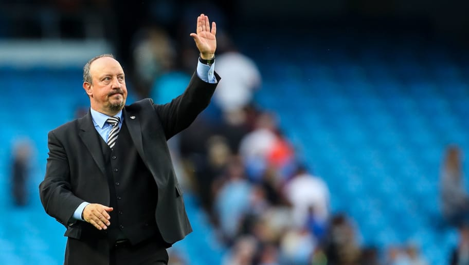 MANCHESTER, ENGLAND - SEPTEMBER 01: Rafael Benitez the head coach / manager of Newcastle United waves to the fans at full time during the Premier League match between Manchester City and Newcastle United at Etihad Stadium on September 1, 2018 in Manchester, United Kingdom. (Photo by Robbie Jay Barratt - AMA/Getty Images)