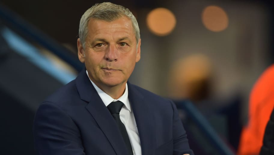 MANCHESTER, ENGLAND - SEPTEMBER 19: Head coach Bruno Genesio of Lyon looks on prior to the UEFA Champions League Group F match between Manchester City and Olympique Lyonnais at Etihad Stadium on September 19, 2018 in Manchester, United Kingdom. (Photo by TF-Images/Getty Images)