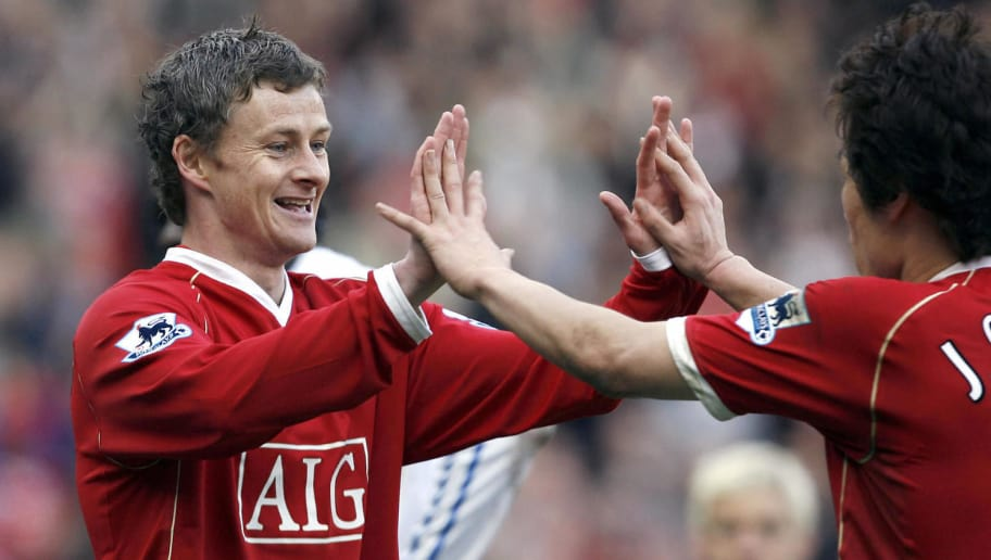 Manchester, UNITED KINGDOM: Manchester United's Norwegian striker Ole Gunnar Solskjaer (L) celebrates with South Korean team-mate Ji-sung Park after scoring against  Blackburn Rovers during their English Premiership football match at Old Trafford in Manchester, North-west Britain, 31 March 2007. AFP PHOTO/ANDREW YATES  Mobile and website use of domestic English football pictures subject to subscription of a license with Football Association Premier League (FAPL) tel : +44 207 298 1656. For newspapers where the football content of the printed and electronic versions are identical, no licence is necessary. (Photo credit should read ANDREW YATES/AFP/Getty Images)