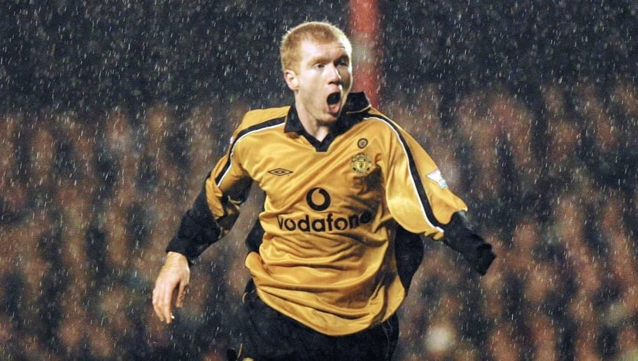 LONDON, UNITED KINGDOM:  Manchester United's Paul Scholes (R) celebrates after scoring the opening goal against Arsenal during the Premier League match at Highbury in London 25 November 2001. AFP PHOTO Adrian DENNIS (Photo credit should read ADRIAN DENNIS/AFP/Getty Images)