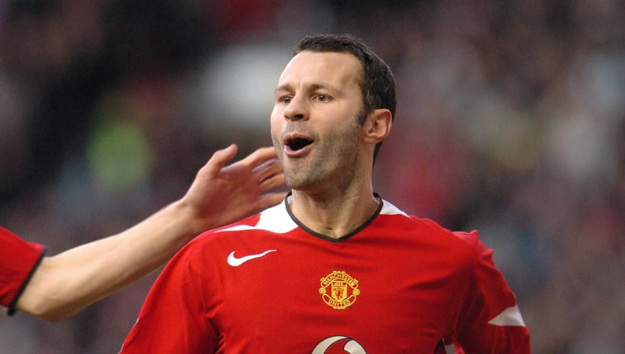 Manchester United's Ryan Giggs celebrate