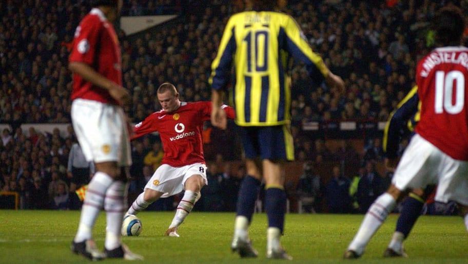 Manchester United's  Wayne Rooney scores