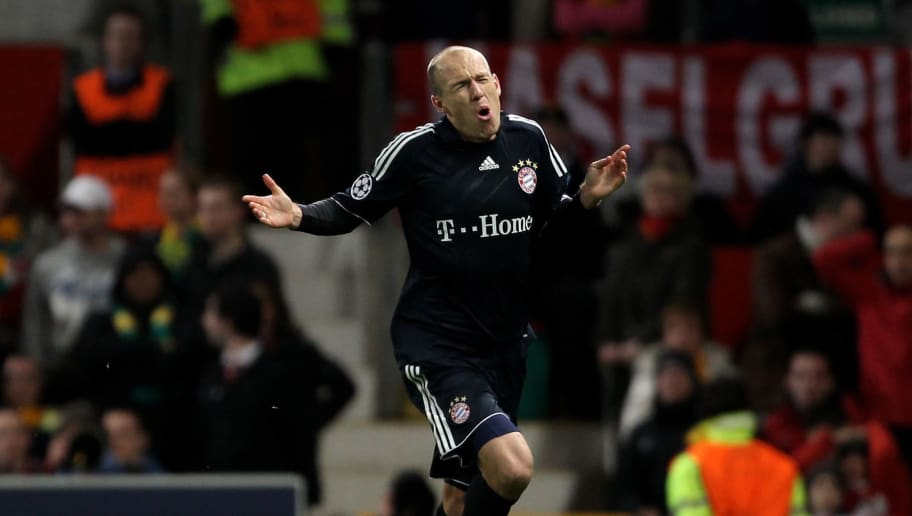 MANCHESTER, ENGLAND - APRIL 07:  Arjen Robben of Bayern Muenchen celebrates scoring his team's second goal during the UEFA Champions League Quarter Final second leg match between Manchester United and Bayern Muenchen at Old Trafford on April 7, 2010 in Manchester, England.  (Photo by Alex Livesey/Getty Images)
