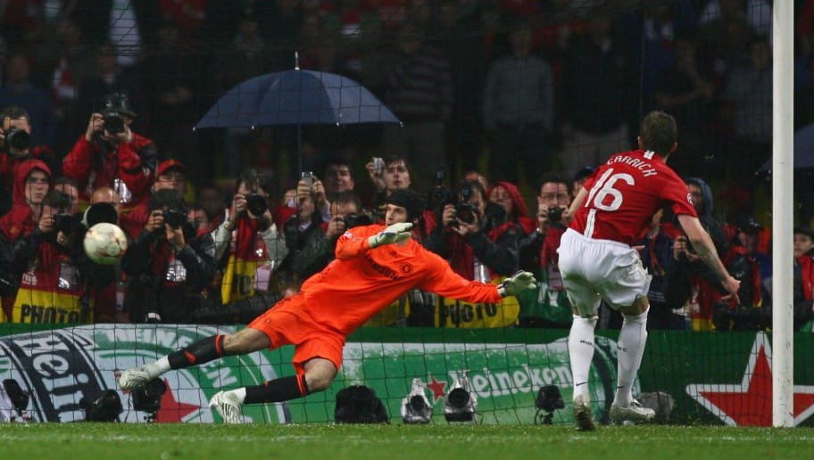 MOSCOW - MAY 21:  Michael Carrick of Manchester United beats Petr Cech of Chelsea as he scores a penalty in the shoot out during the UEFA Champions League Final match between Manchester United and Chelsea at the Luzhniki Stadium on May 21, 2008 in Moscow, Russia.  (Photo by Alex Livesey/Getty Images)