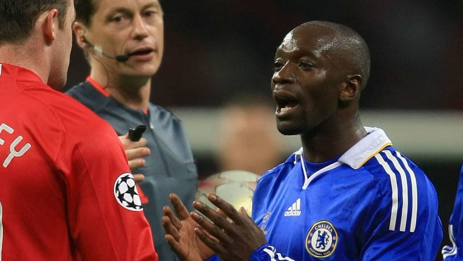 MOSCOW - MAY 21:  Wayne Rooney of Manchester United and Claude Makelele of Chelsea speak after a clash during the UEFA Champions League Final match between Manchester United and Chelsea at the Luzhniki Stadium on May 21, 2008 in Moscow, Russia.  (Photo by Jamie McDonald/Getty Images)