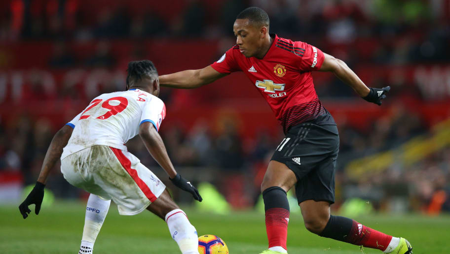 MANCHESTER, ENGLAND - NOVEMBER 24:  Anthony Martial of Manchester United takes on Aaron Wan-Bissaka of Crystal Palace during the Premier League match between Manchester United and Crystal Palace at Old Trafford on November 24, 2018 in Manchester, United Kingdom.  (Photo by Alex Livesey/Getty Images)