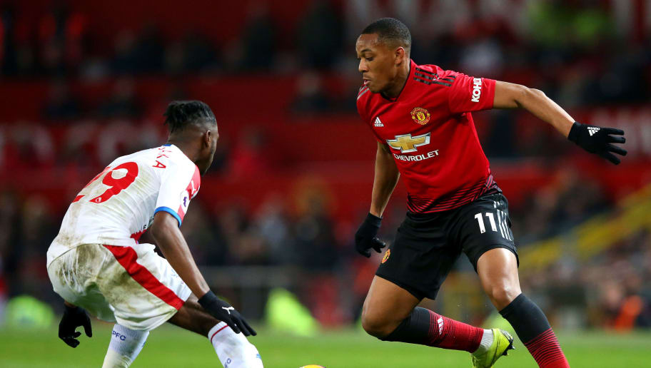 MANCHESTER, ENGLAND - NOVEMBER 24:  Anthony Martial of Manchester United runs with the ball towards Aaron Wan-Bissaka of Crystal Palace during the Premier League match between Manchester United and Crystal Palace at Old Trafford on November 24, 2018 in Manchester, United Kingdom.  (Photo by Alex Livesey/Getty Images)